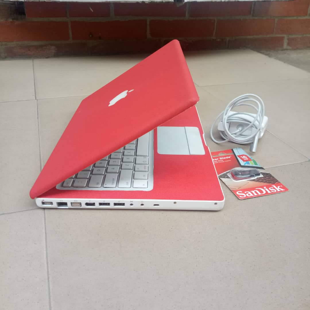 UK Used Apple Macbook A1181, 4gb Ram, Charger and Flash Drive