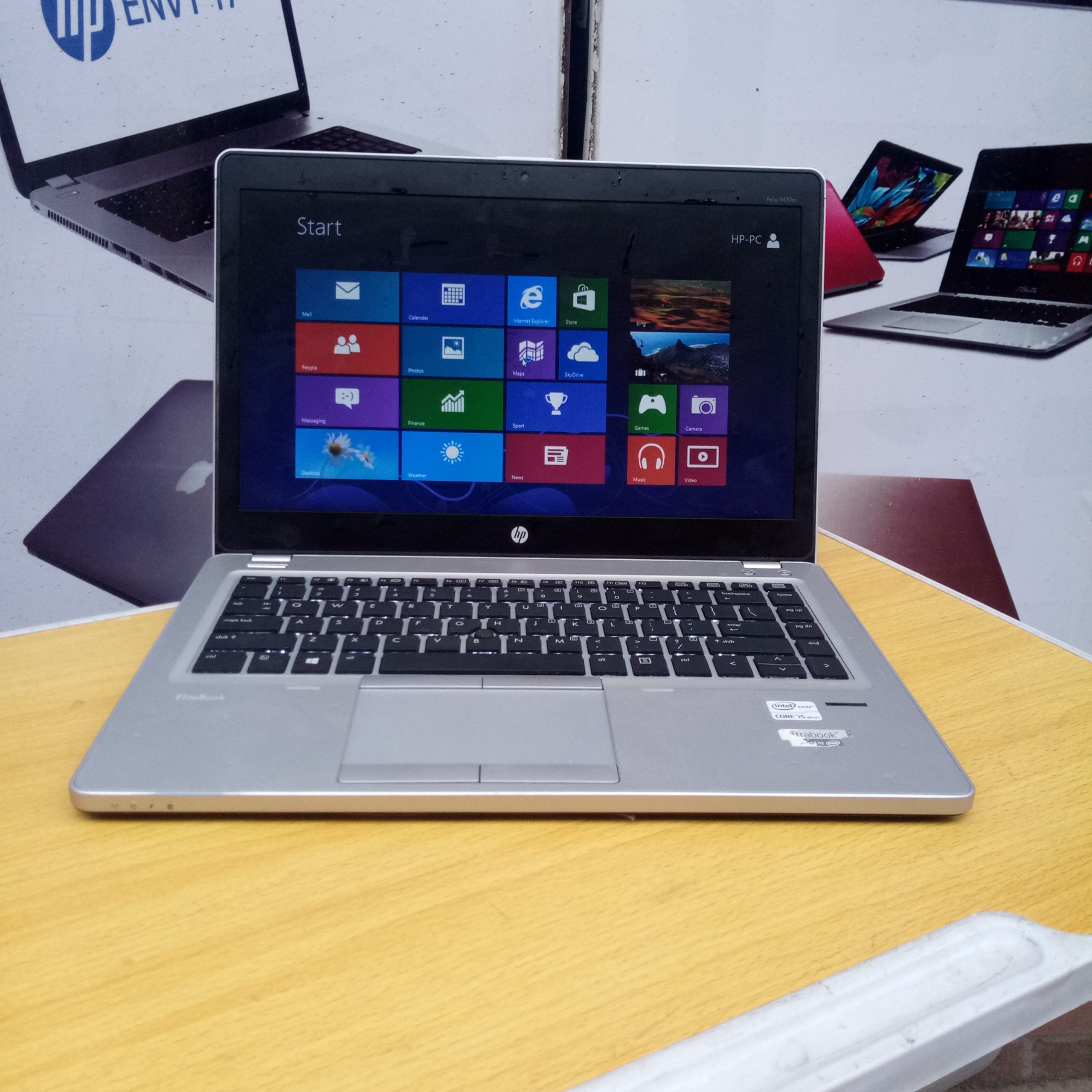 UK Used: HP Elitebook Folio Core i5, 500gb hdd 4gb Ram, Keyboard Light and Fingerprint