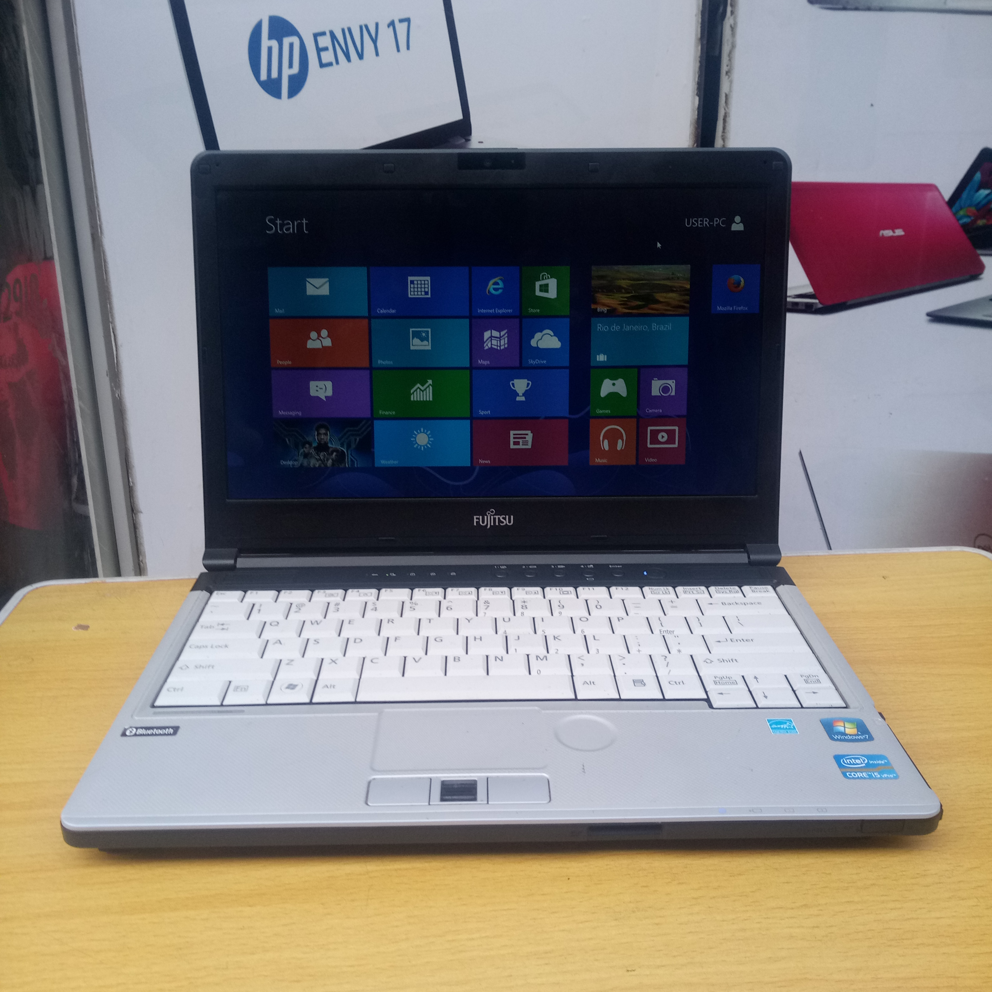 Fujitsu core i5, 320gb HDD – 4gb Ram with Webcam