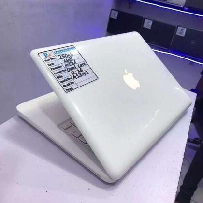 MacBook Unibody Laptop – 250GB HDD – 4GB RAM – Apple light – Dedicated Graphics – 2.4GHz
